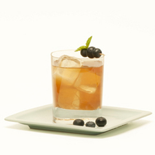A Peach Blue Berry-Basil Iced Peach TeaBlueberry Drink (square)[1].jpg